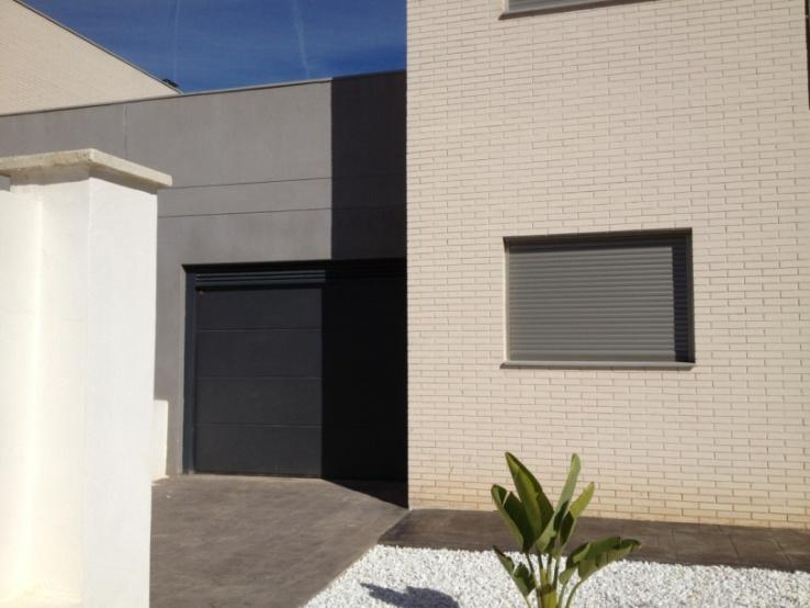 Montaje de puertas en chalet levantronic - Montaje de puertas ...